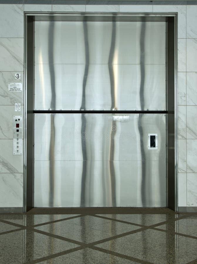 Een reuzeladingslift stock afbeeldingen