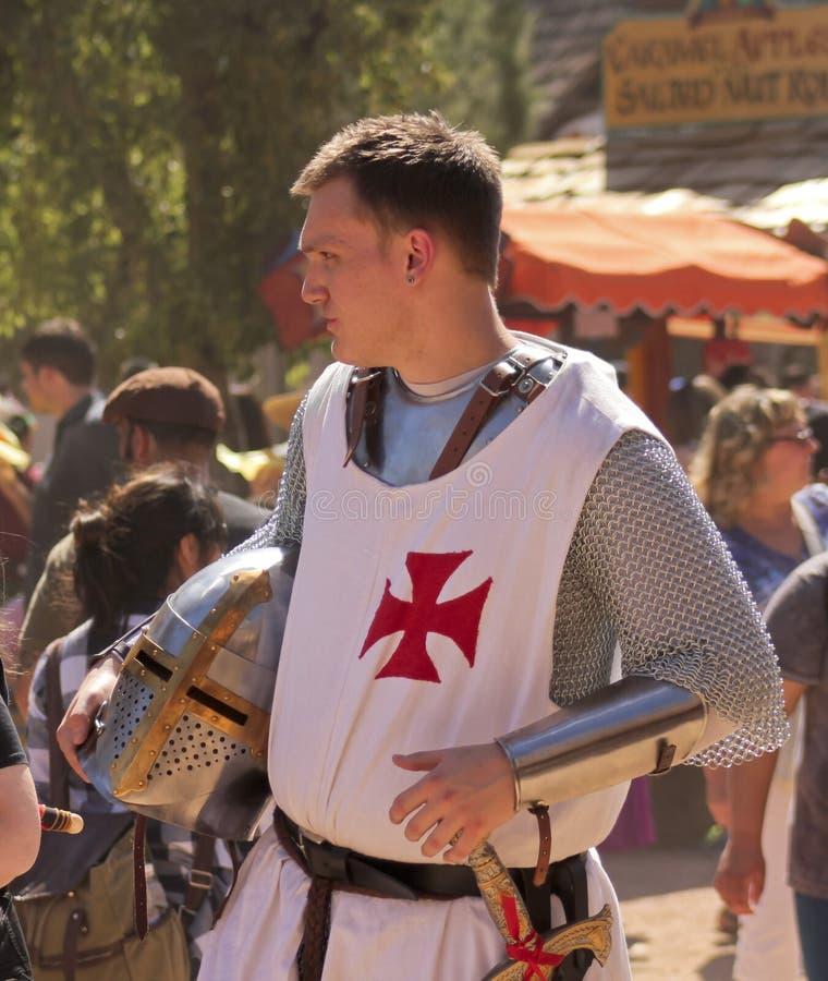 Een Ridder in de Menigte bij het de Renaissancefestival van Arizona stock afbeeldingen