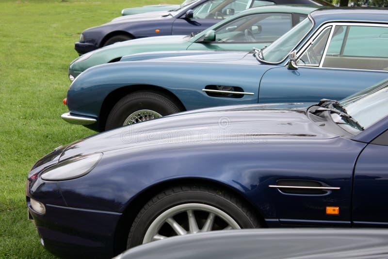 Een rij van luxeauto's royalty-vrije stock fotografie