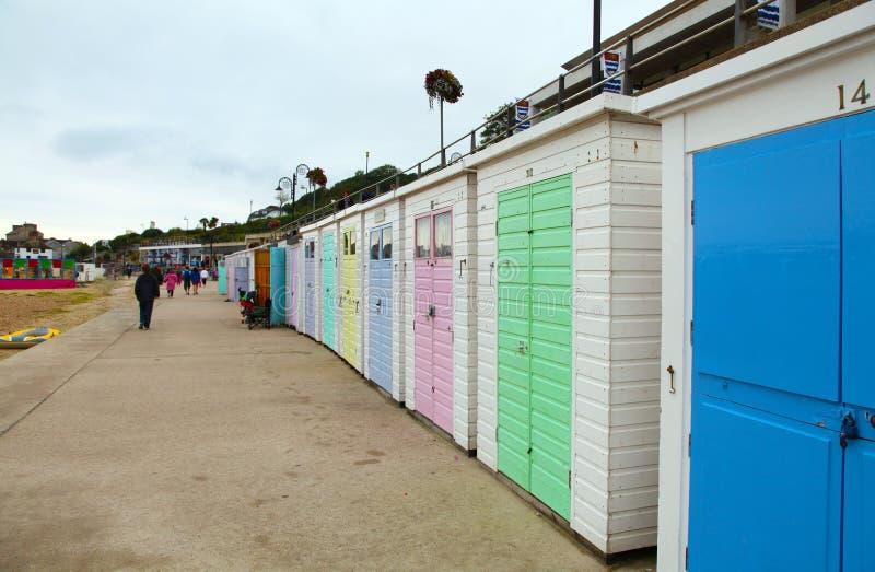 Een rij van strandhutten in Lyme REGIS, het UK royalty-vrije stock afbeelding