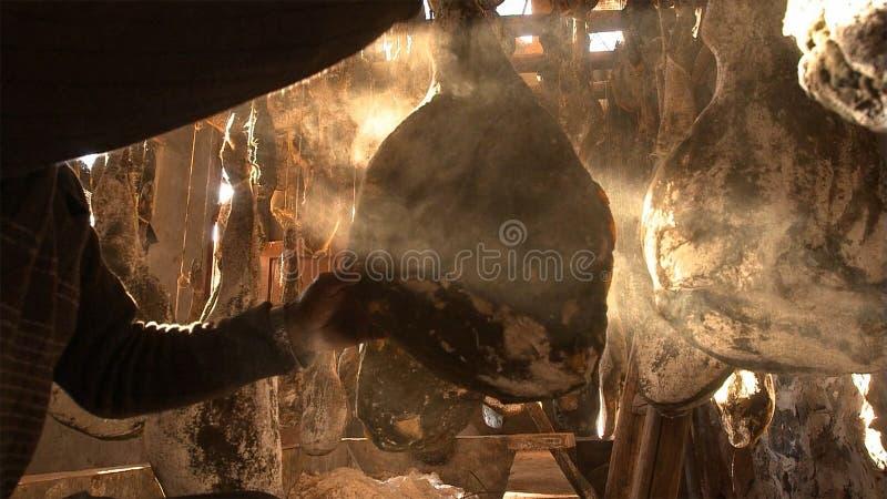 Een rijpe Nuodeng-ham het is was gezouten volledig en aan de lucht gedroogd 3 jaar Traditioneel Chinees voedsel stock fotografie