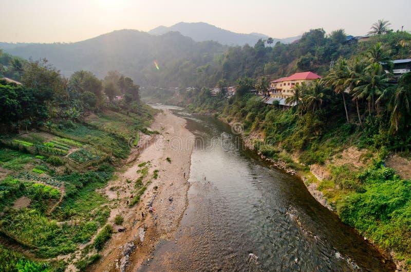 Een rivier in Laos stock foto's
