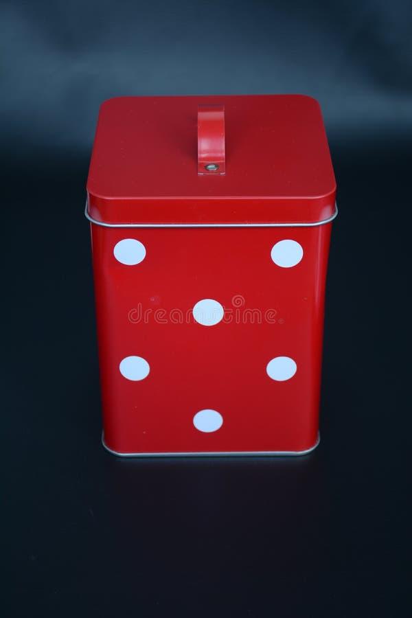 Een rode doos van de metaalbloem stock fotografie