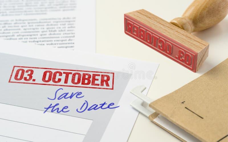 Een rode zegel op een document - 03 Oktober royalty-vrije stock afbeeldingen