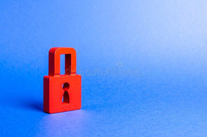Een rood hangslot safty informatie behoud van geheimen, informatie en waarden Bescherming en verzekering Het binnendringen in een stock foto's