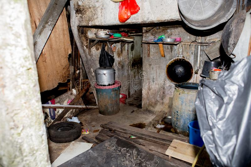 Een rot overstroomd krottenwijkhuis in Djakarta royalty-vrije stock foto's