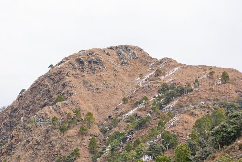 Een rotsachtige piek van Himalayagebergte in Katra, Jammu stock foto's