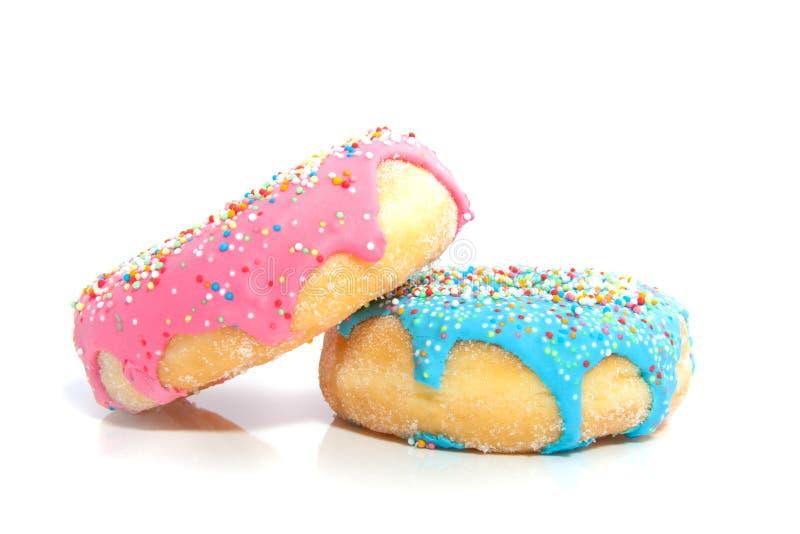 Een roze en een blauwe verglaasde doughnut royalty-vrije stock afbeelding