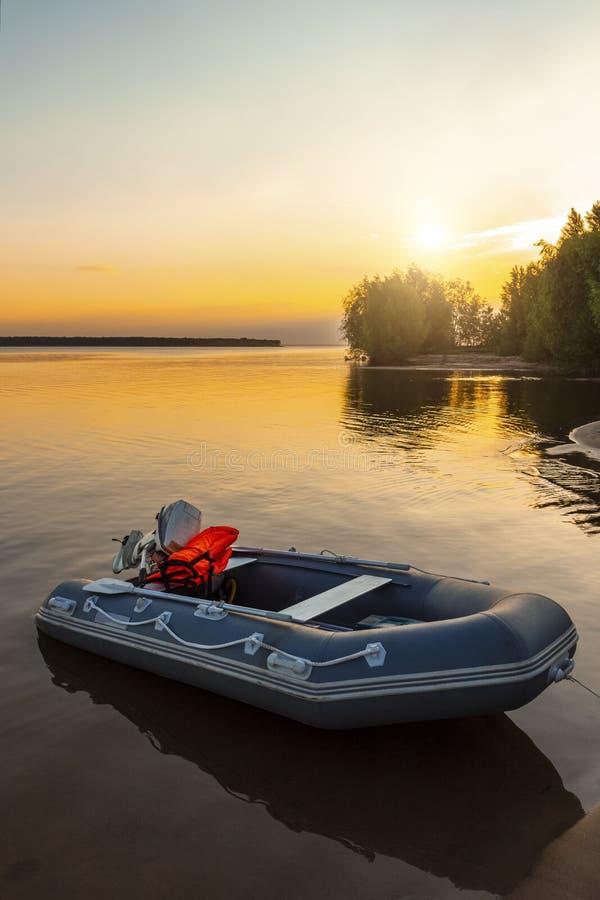 Een rubberboot stock foto's