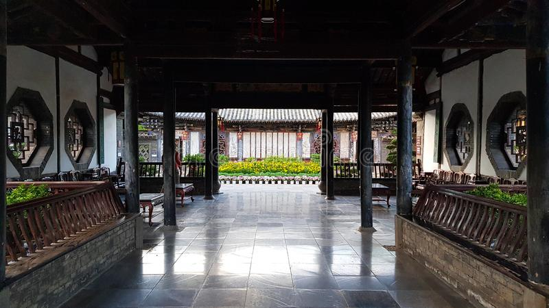 Een ruimte van de typische Chinese edele woonplaats van de Familie van Zhu, Jianshui, Yunnan, China stock foto