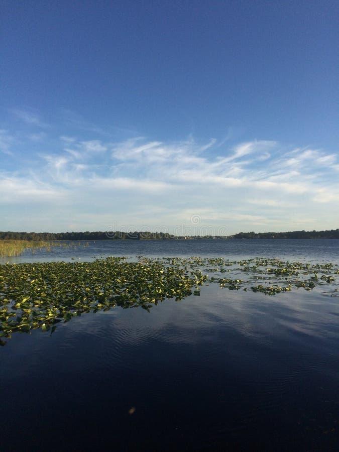 Een rustige middag op het meer stock afbeelding