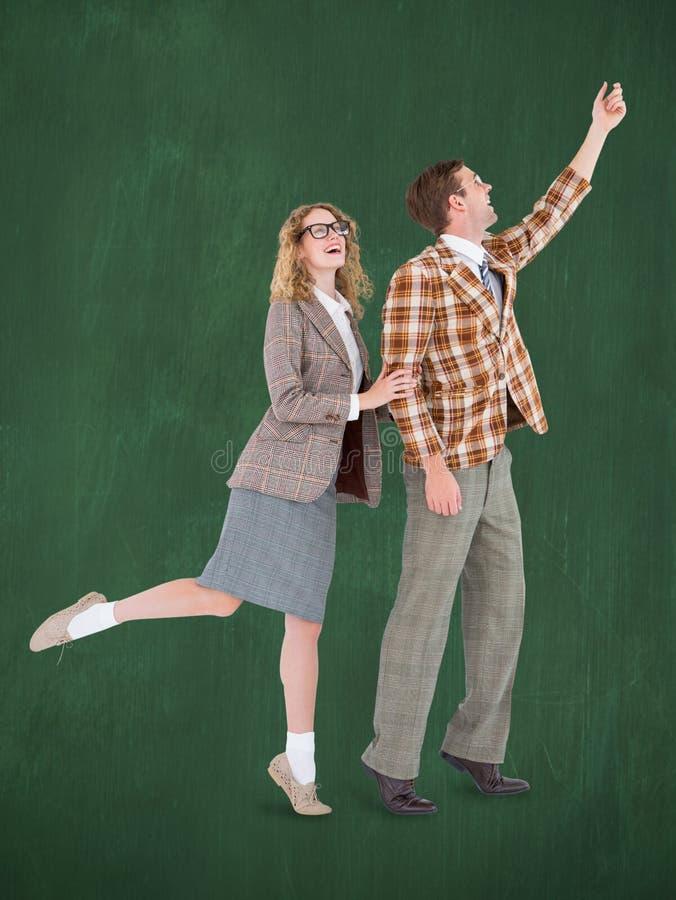 Een Samengesteld beeld van gelukkig geeky hipsterpaar die hun handen houden stock afbeeldingen