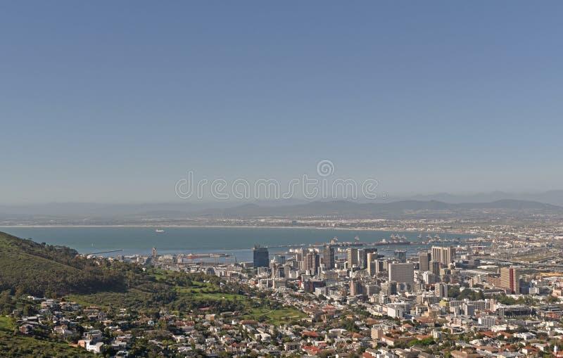 Een satellietbeeld van de haven en het Centrale Bedrijfsdistrict van Cape Town zoals die van Signaalheuvel wordt gezien stock afbeeldingen