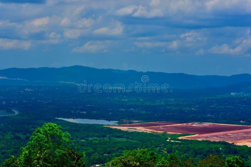 Een scène van heuvels en valleien stock foto's