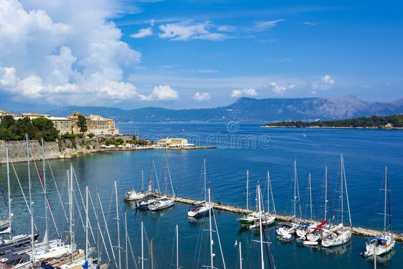 Een schilderachtige mening van de stad van Korfu van de vesting van de stad van Korfu Griekenland royalty-vrije stock foto