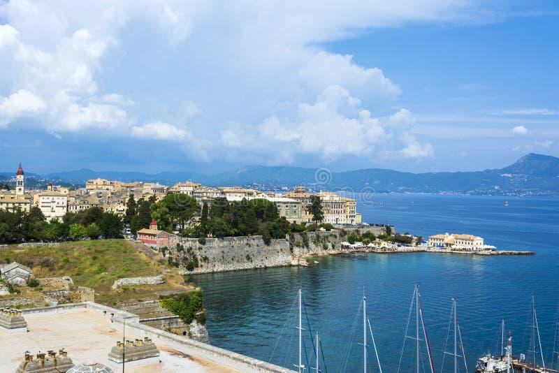 Een schilderachtige mening van de stad van Korfu van de vesting van de stad van Korfu Griekenland royalty-vrije stock afbeelding