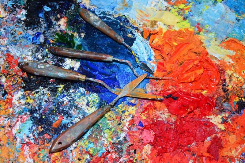 Een schilders` s palet in zijn workshop met hulpmiddelen in het zuiden van Frankrijk royalty-vrije stock afbeelding