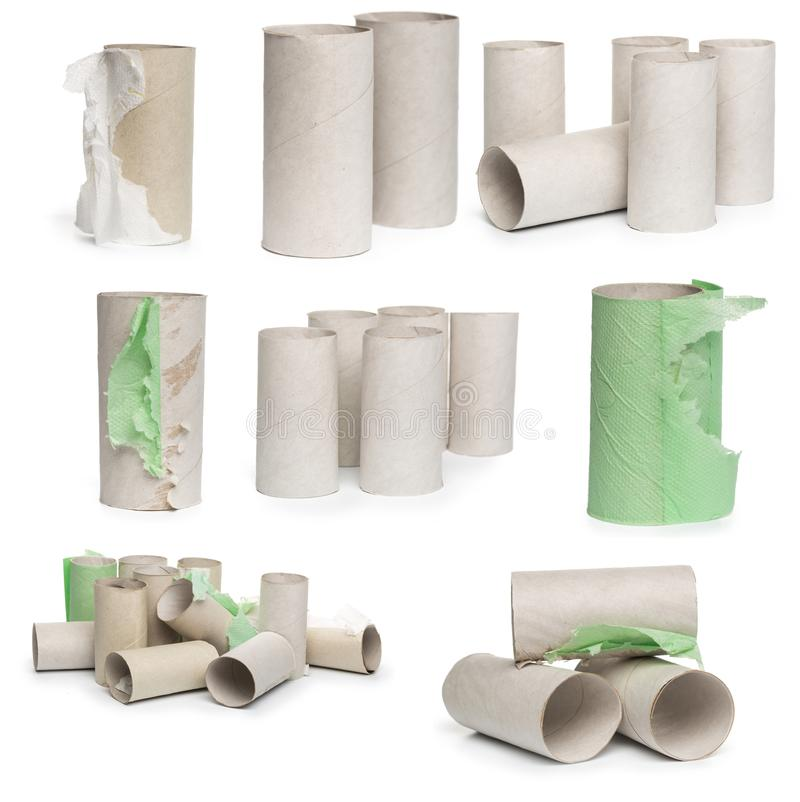Een selectie van de buizen van het kartontoiletpapier in diverse die regelingen op een witte achtergrond worden geïsoleerd stock fotografie