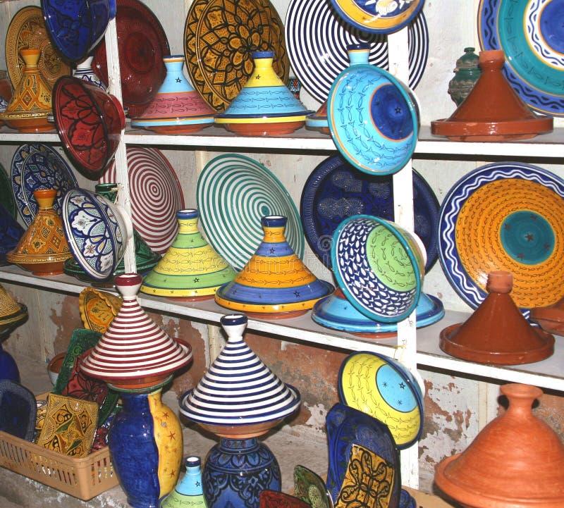 Een selectie van kleurrijk aardewerk stock foto's