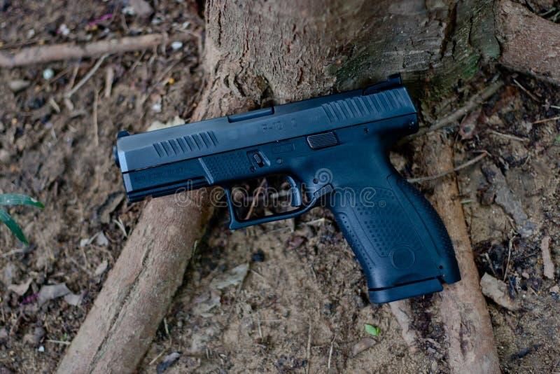 Een semi auto 9 mm-pistool, het de in brand gestoken pistolen van ` s striker met polymeerlichaam waar lichtgewicht is Dit pistoo stock foto's