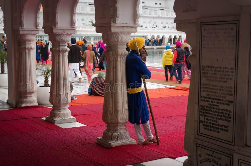 Een Sikh met spear - ruwe Indische strijder die de Gouden tempel bewaken stock foto