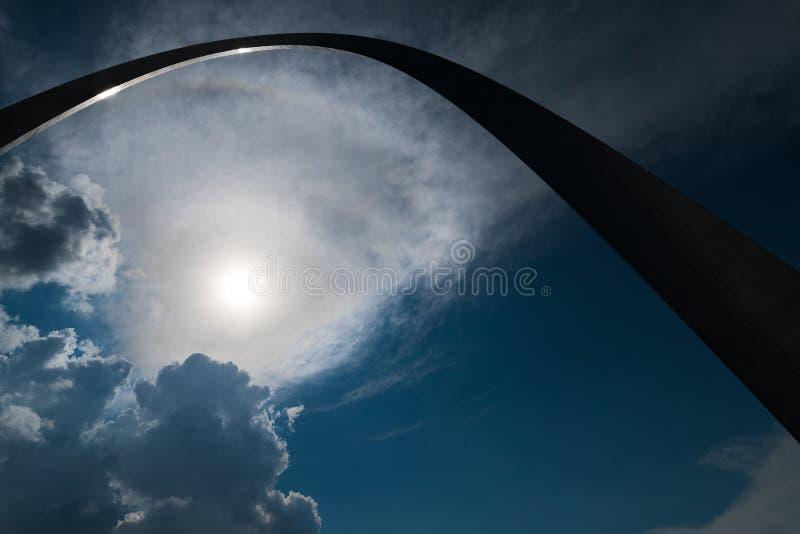 Een Silhouetperspectief van de boog van de poortmanier in misouri van St.Louis royalty-vrije stock foto's