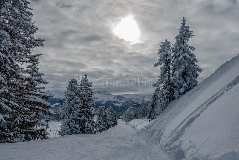 Een skigebied met fantastisch weer royalty-vrije stock foto's