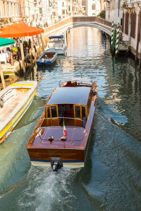 Een Snelheidsboot in Venetië royalty-vrije stock foto's