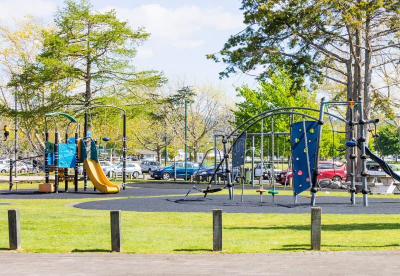 Een speelplaats van kinderen die bij Kuirau-Park wordt gevestigd stock afbeelding