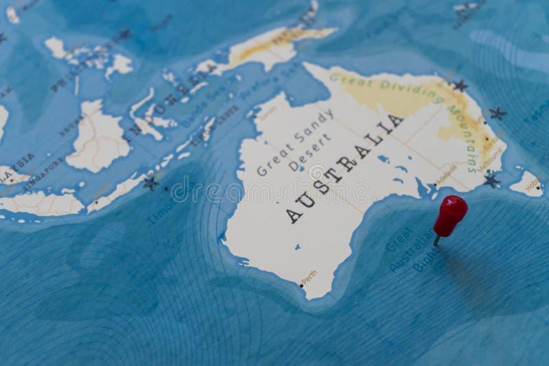Een speld op grote Australische bocht in de wereldkaart royalty-vrije stock afbeeldingen