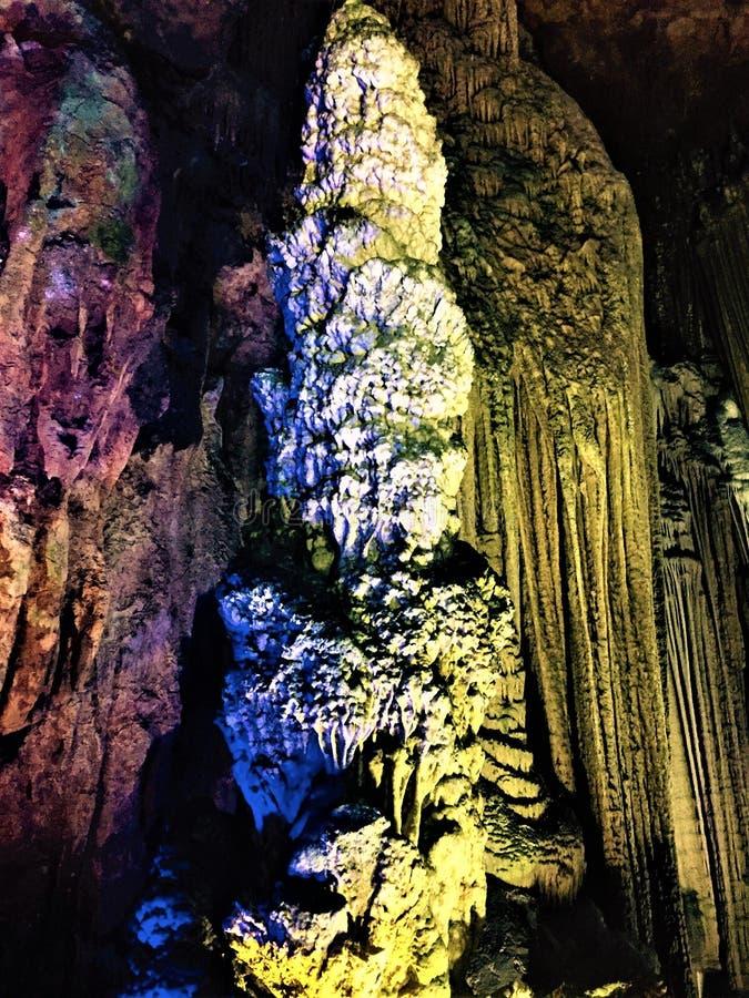 Een stalactiet van natuurlijke schoonheid stock afbeelding