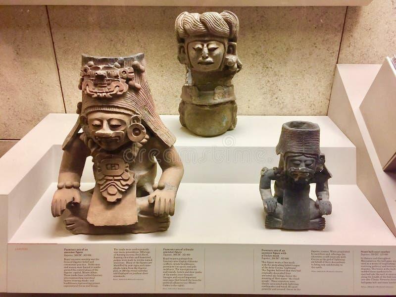 Een standbeeld Funerary Urn van Voorvader binnen Brits museum royalty-vrije stock afbeelding