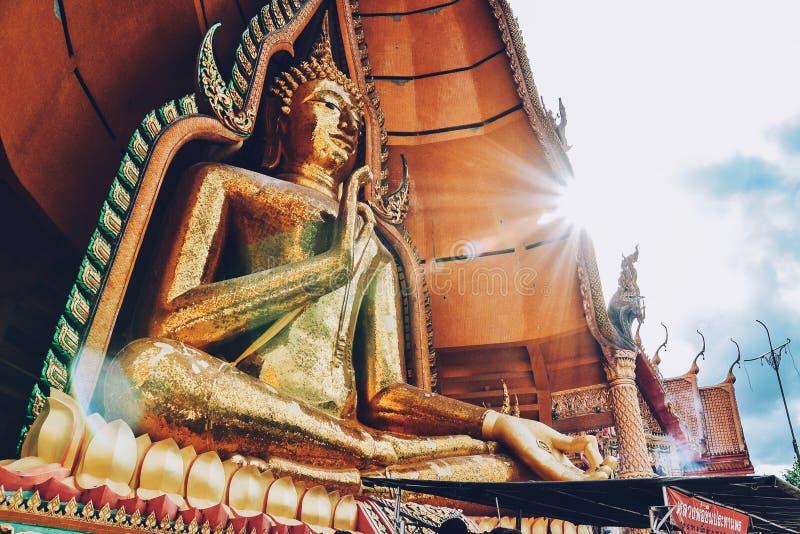 Een standbeeld van Boedha van de tempel van het tijgerhol (sua van Wat tham), Kanchanaburi, Thailand royalty-vrije stock afbeelding