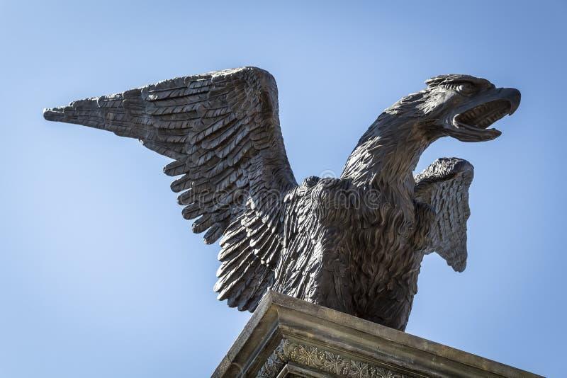 Een standbeeld van een Eagle-draak stock fotografie