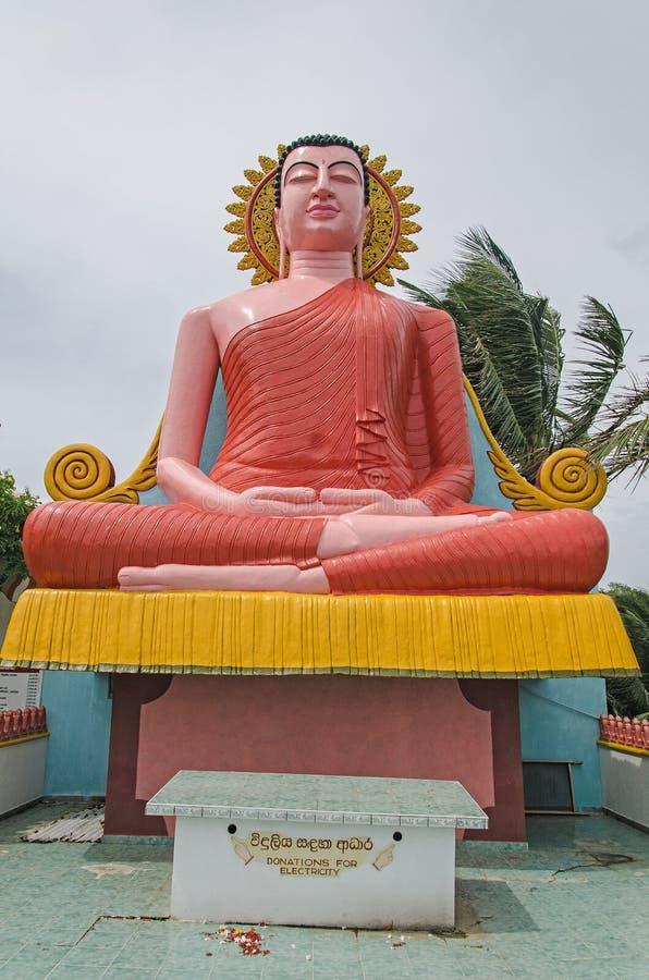 Een standbeeld van een budhha stock foto
