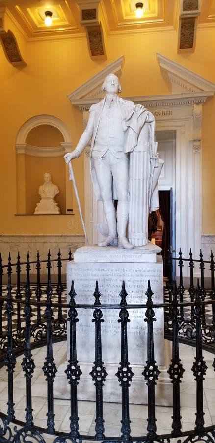 Een Standbeeld van George Washington in Virginia State Capitol Rotunda stock afbeeldingen