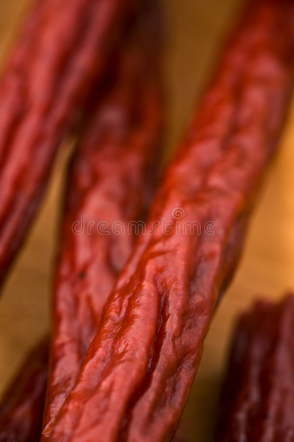 Een stapel van de Stokken van Pepperonis stock afbeeldingen