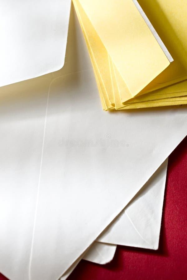 Een stapel van enveloppen royalty-vrije stock fotografie