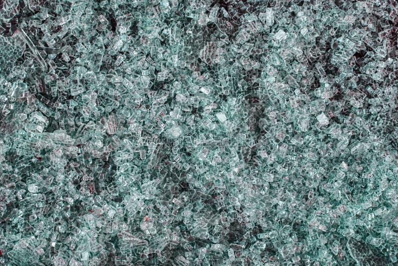 Een stapel van gebroken groen glas royalty-vrije stock afbeelding