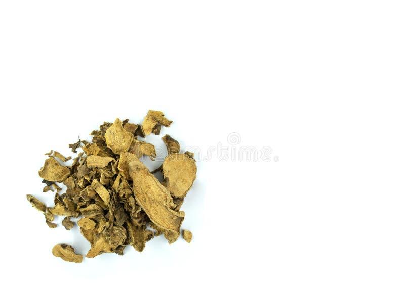Een stapel van gele droge die Cassumunar-gember op witte achtergrond met exemplaarruimte wordt geïsoleerd royalty-vrije stock foto