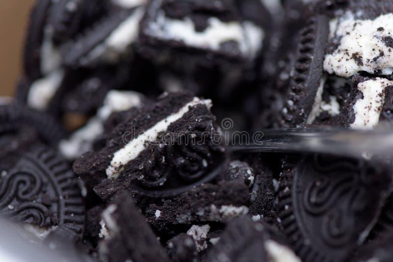 Een stapel van verpletterde Oreo-koekjes royalty-vrije stock fotografie