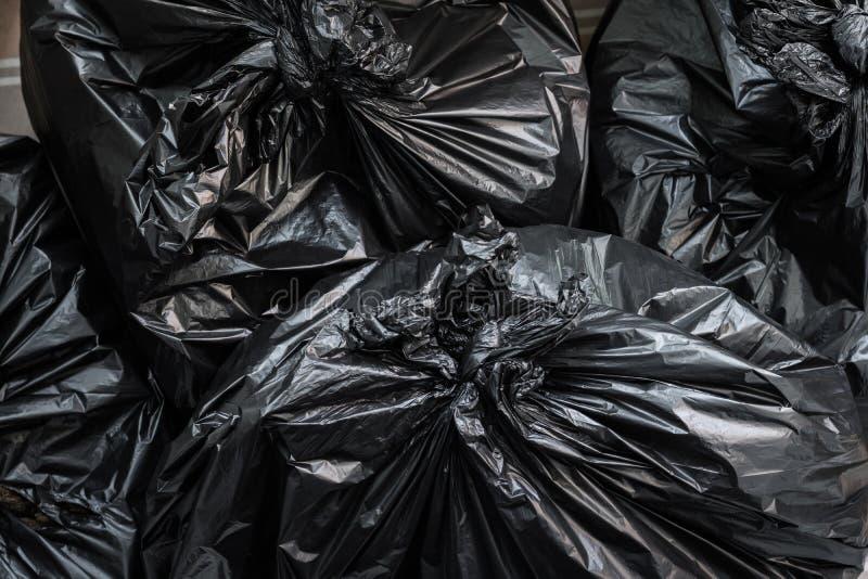 Een stapel van vuilniszakken Vuilniszakkenachtergrond stock afbeeldingen