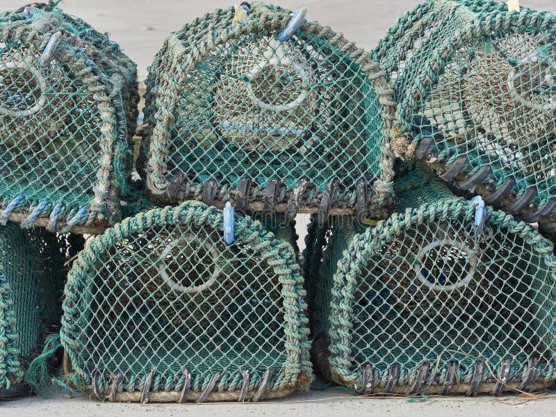 Een Stapel Zeekreeftpotten op een Haven stock afbeeldingen