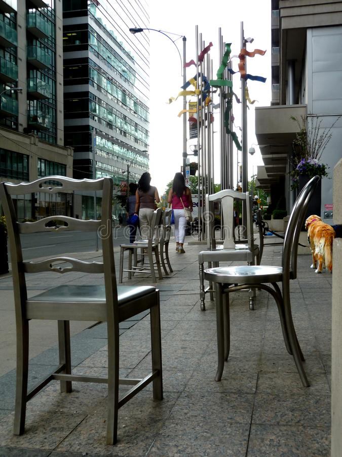 Een stedelijk hondeleven in de grote stad royalty-vrije stock foto