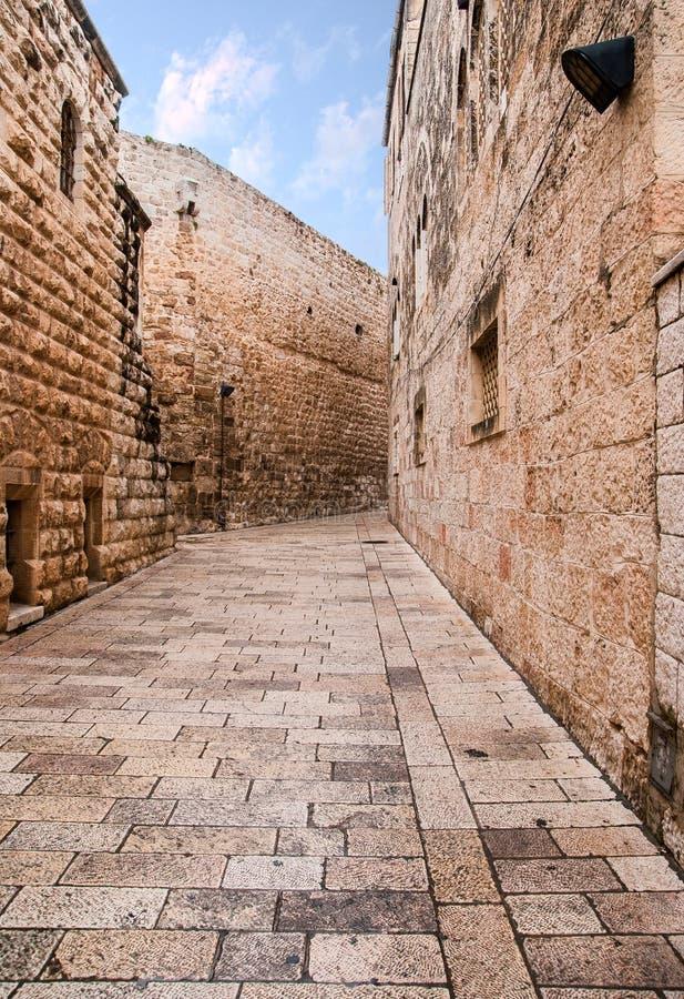 Een steeg in de oude stad in Jeruzalem. royalty-vrije stock foto