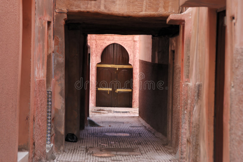 Een steeg in medina, Marrakech stock foto