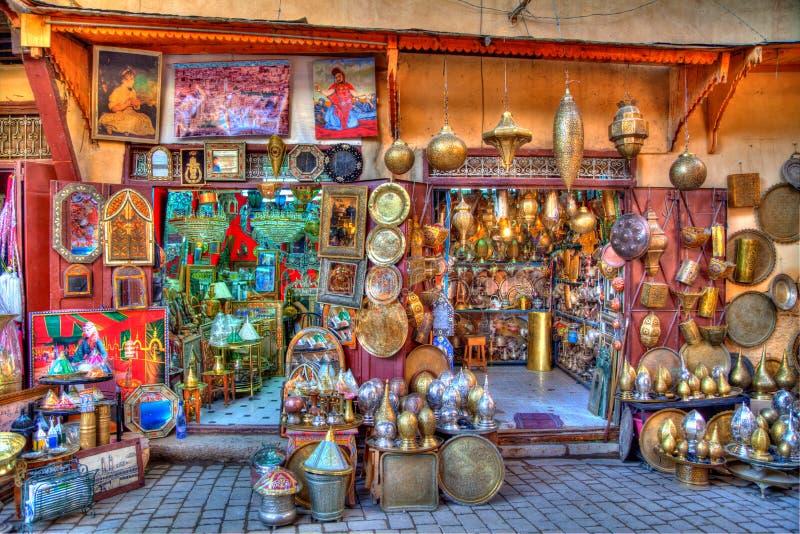 In een steeg in medina van de oude Koninkrijksstad Fes in Marokko, Afrika royalty-vrije stock fotografie