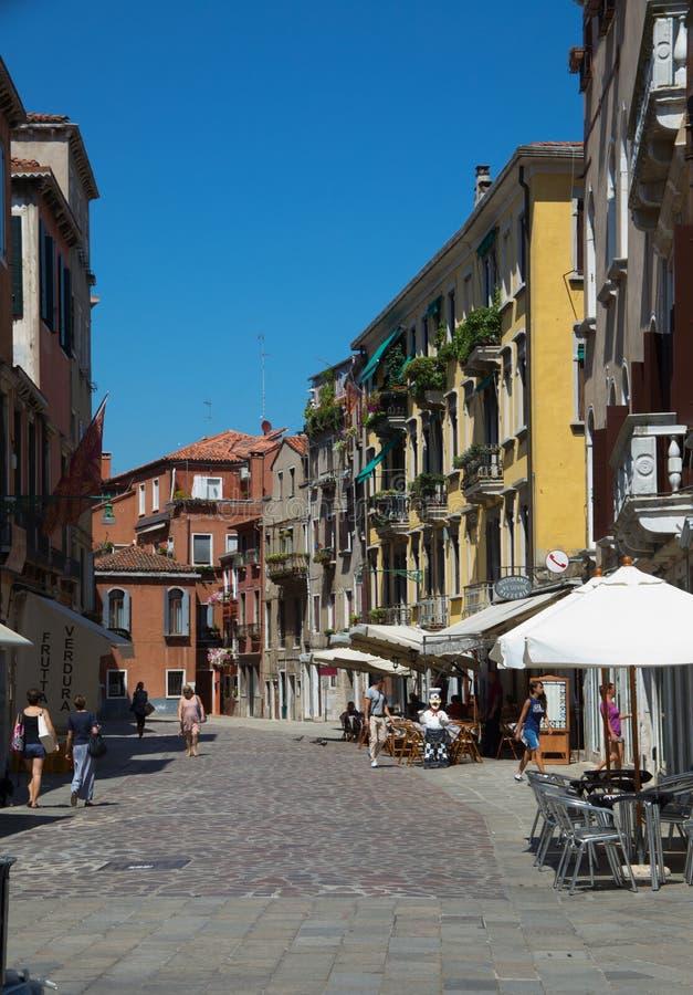 Een steeg in Venetië stock foto