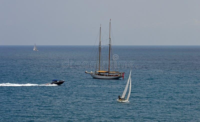 Een stille middagscène op zee stock fotografie