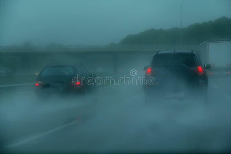 Een stormachtige dag op de weg royalty-vrije stock afbeeldingen